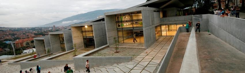 Kolumbien Reisen | Bibliothek Santo Domingo Savio, Medellin