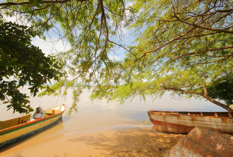 Kolumbien Reisen | Boote am Strand, La Guajira