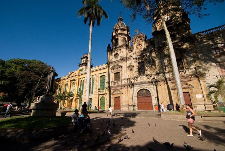 Kolumbien Reisen | San Ignacio Platz von Medellín