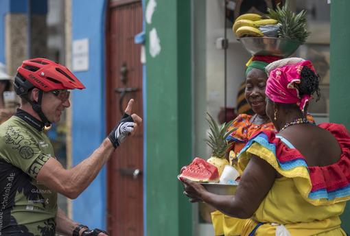 Guido verhandelt mit Palenqueras in Cartagena de Indias